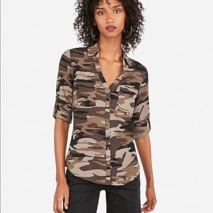 Express slim fit camo button down top large